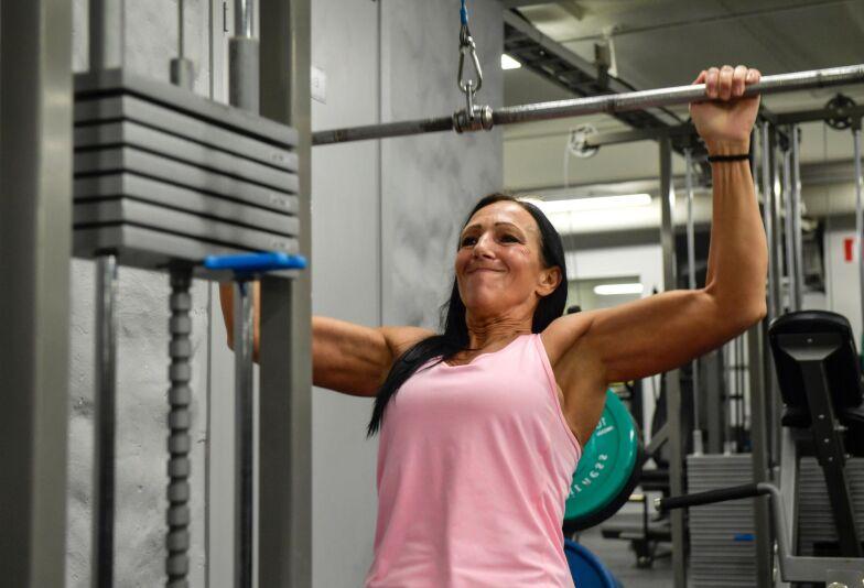 bygga muskler efter 40 kvinna