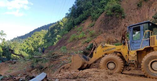 Kraftiga oväder skakar Vietnam  tyfonen Molave har...
