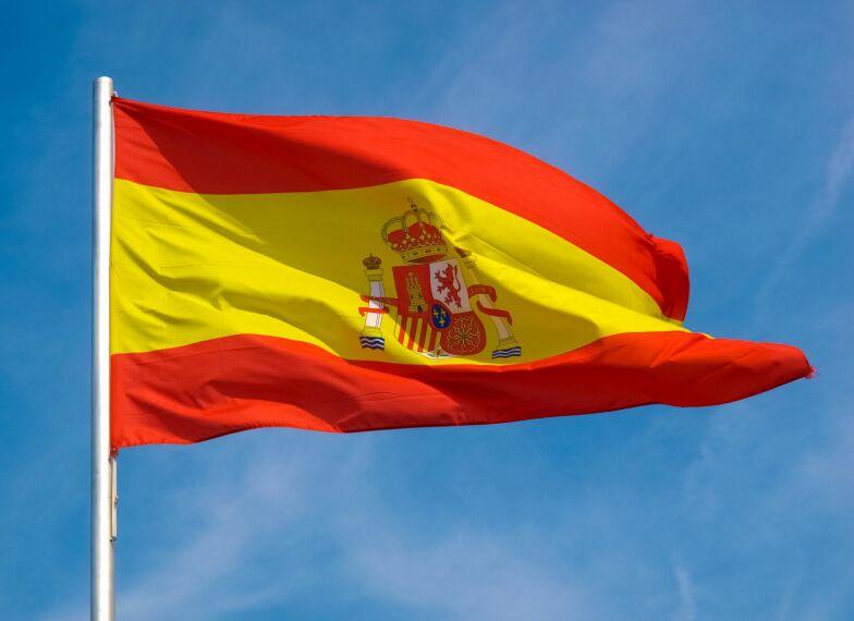 Impuls I Spanien Vajar Flaggan Overallt Men Hemma Ryser Jag Plotsligt Infor Den Finska