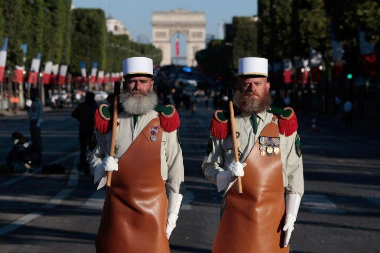 Frankrike Firar Nationaldagen Med Militarparad Trump Bland Askadarna